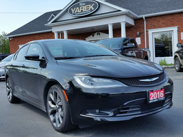 2016 Chrysler 200 S, NAV, Leather Heated Seats, Pano Roof, Remote Start in Paris, Ontario