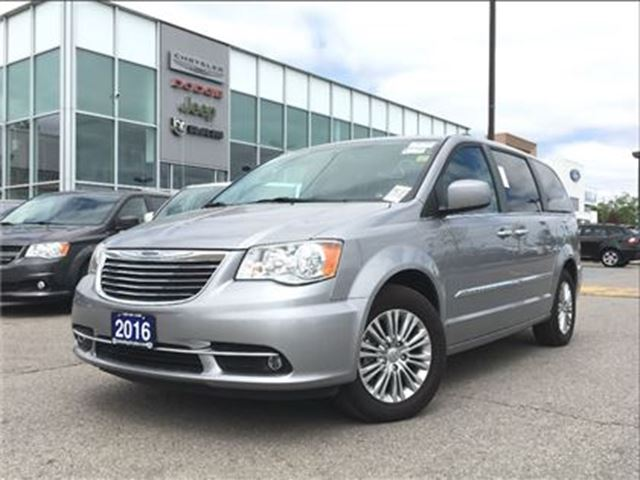 2016 Chrysler Town and Country Touring-L SUNROOF DUAL DVD NAV BACKUP CAMERA in Pickering, Ontario