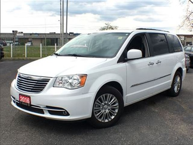 2016 CHRYSLER TOWN AND COUNTRY TOURING-L**LEATHER**NAV**DUAL DVD**BLUETOOTH** in Mississauga, Ontario