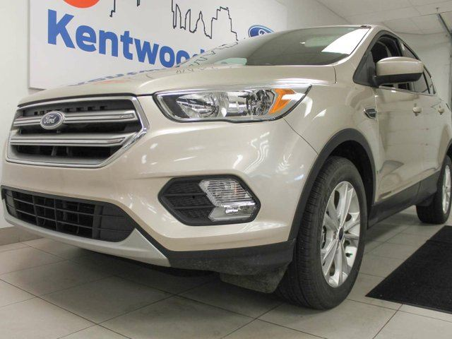 2017 ford escape se 4wd ecoboost with super comfortable cloth heated seats and a back up cam. Black Bedroom Furniture Sets. Home Design Ideas