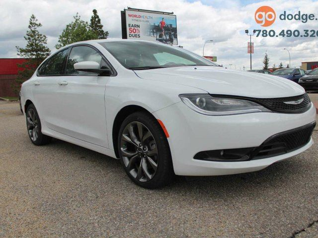 used 2016 chrysler 200 s panoramic sunroof rear. Black Bedroom Furniture Sets. Home Design Ideas