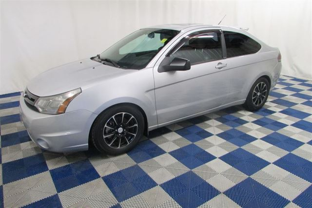 2009 FORD FOCUS SES/LEATHER/SUNROOF/HTD SEATS in Winnipeg, Manitoba