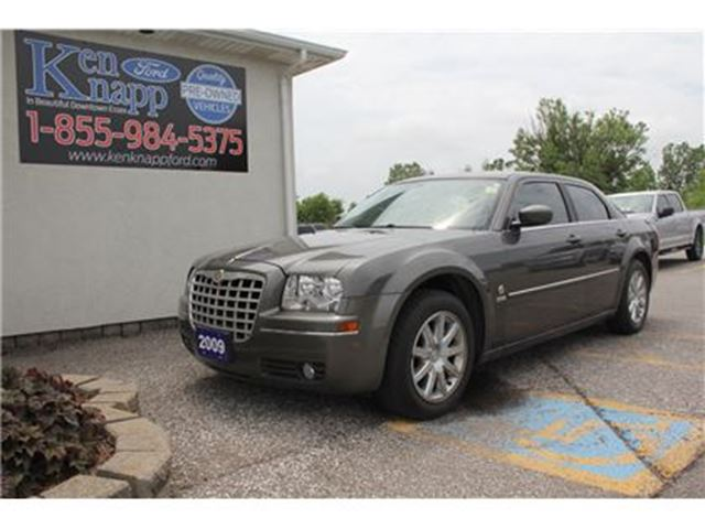 2009 CHRYSLER 300 Touring LOADED LEATHER SUNROOF HEATED SEATS in Essex, Ontario