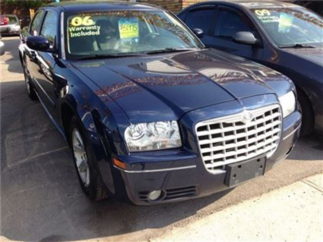2006 CHRYSLER 300 Touring in St Catharines, Ontario