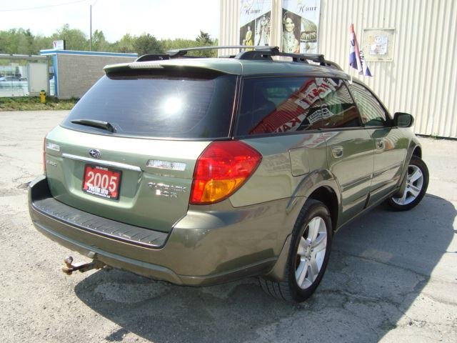 2005 subaru outback awd only 137km accident free. Black Bedroom Furniture Sets. Home Design Ideas
