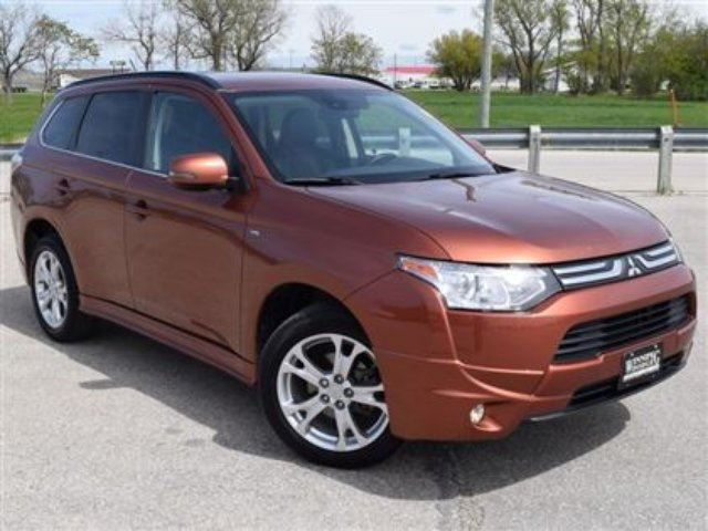 2014 MITSUBISHI OUTLANDER GT AWD 7 Passenger w/Sunroof & Leather *Local* in Winnipeg, Manitoba