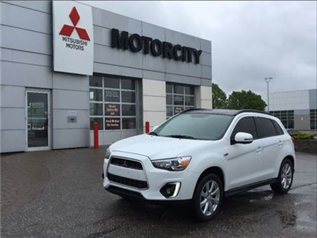 2015 MITSUBISHI RVR GT - Navi - Leather - Pano roof - in Whitby, Ontario