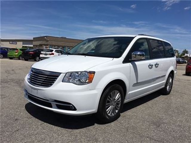 2016 Chrysler Town and Country Touring in Fonthill, Ontario