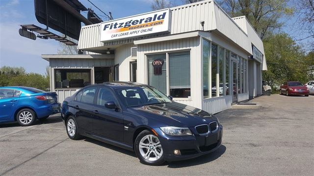 2009 BMW 3 SERIES 328 i i xDrive - Leather! Sunroof! Low KM! in Kitchener, Ontario