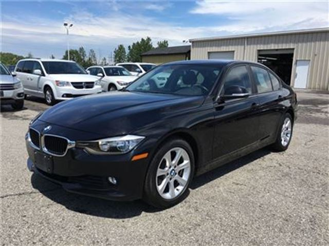 2013 BMW 3 SERIES 320i xDrive/CARPROOF CLEAN/LEATHERETTE in Fonthill, Ontario