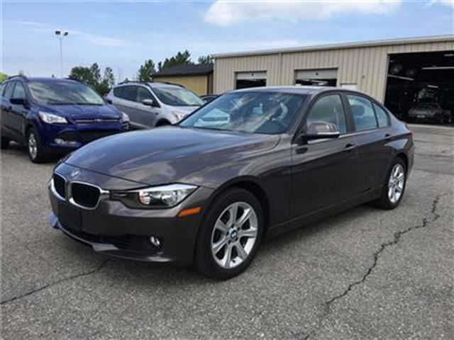 2013 BMW 3 SERIES 328i xDrive/CARPROOF CLEAN/LEATHERETTE/SUNROOF in Fonthill, Ontario