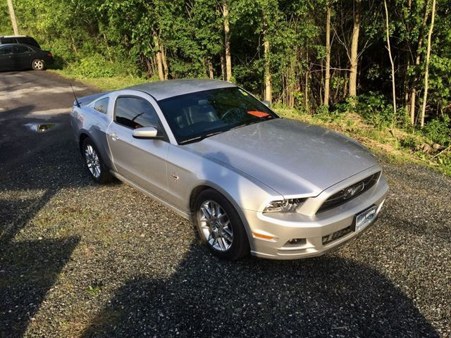 2013 Ford Mustang V6 Premium Only 24000 km in Perth, Ontario