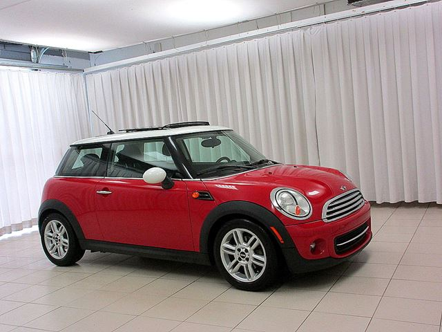 2013 MINI COOPER 3DR KNIGHTSBRIDGE EDITION w/ MOONROOF & HEATED  in Halifax, Nova Scotia
