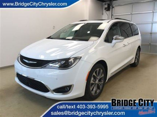 2017 CHRYSLER PACIFICA Limited- Leather, 360 Camera, Adaptive Cruise! in Lethbridge, Alberta