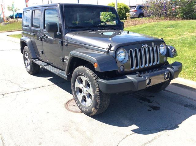 2016 JEEP WRANGLER Unlimited SAHARA/UNLIMITED/GO TOPLESS ALL SUMMER LONG! in Dartmouth, Nova Scotia