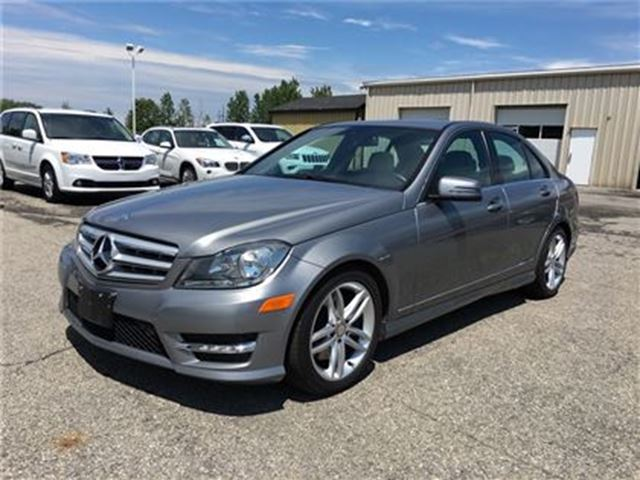 2013 MERCEDES-BENZ C-CLASS 300/LEATHER/NAV/SUNROOF/HEATED SEATS in Fonthill, Ontario