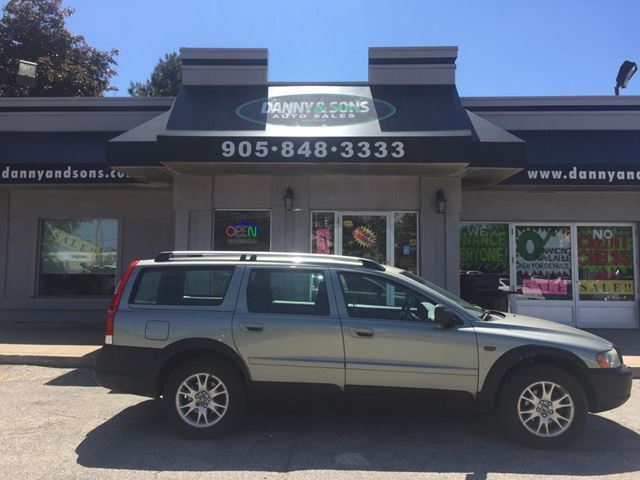 2006 VOLVO XC70 w/Sunroof in Mississauga, Ontario