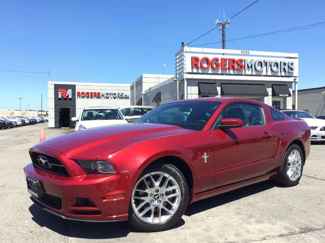2014 Ford Mustang V6 - LEATHER - BLUETOOTH in Oakville, Ontario
