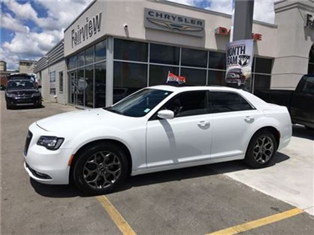 2016 Chrysler 300 S..AWD..Leather/Roof/Navi in Burlington, Ontario