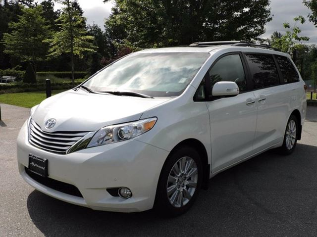 2013 Toyota Sienna XLE 7 Passenger 4dr All-wheel Drive Passenger Van in Surrey, British Columbia