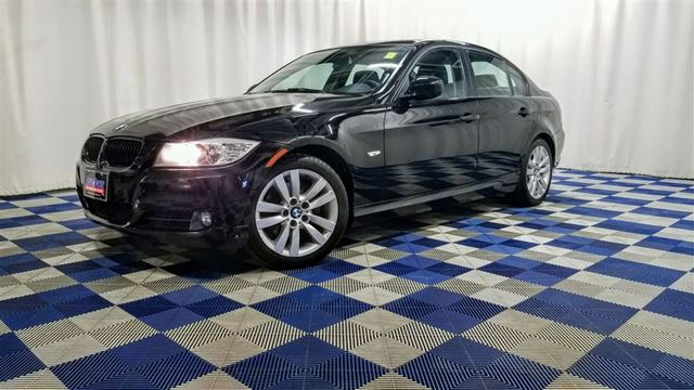 2011 BMW 3 SERIES i/SUNROOF/LEATHER/HTD SEATS in Winnipeg, Manitoba