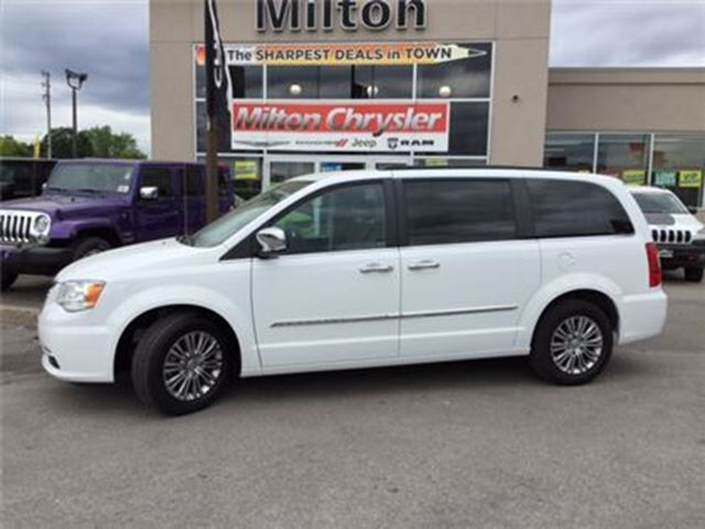 2016 Chrysler Town and Country TOURING L NAVIGATION LEATHER POWER DOOORS in Milton, Ontario