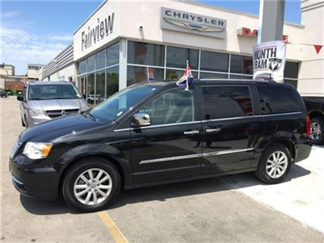 2016 Chrysler Town and Country Limited..Not A Rental in Burlington, Ontario