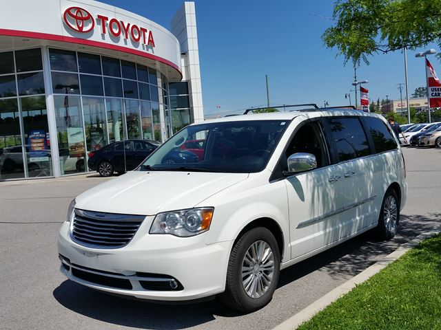 2011 Chrysler Town and Country Limited in Aurora, Ontario
