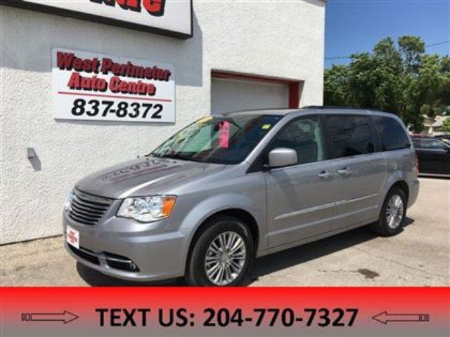 2016 CHRYSLER TOWN AND COUNTRY Touring-L in Winnipeg, Manitoba