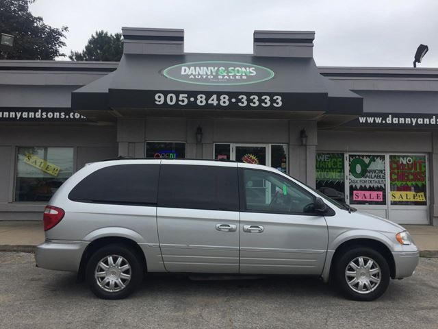 2007 Chrysler Town and Country TOURING in Mississauga, Ontario