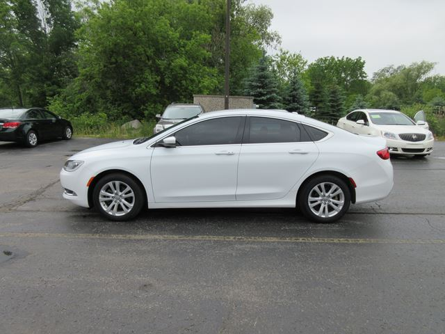 2015 CHRYSLER 200           in Cayuga, Ontario
