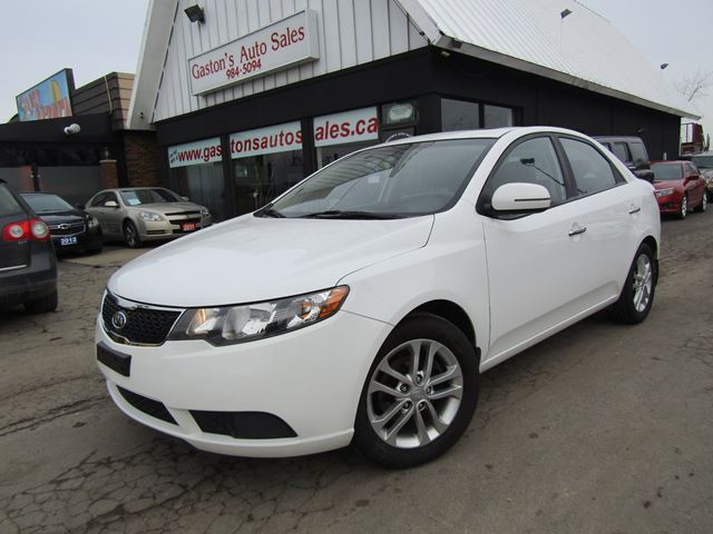 2011 KIA FORTE MOONROOF! HEATED SEATS! in St Catharines, Ontario