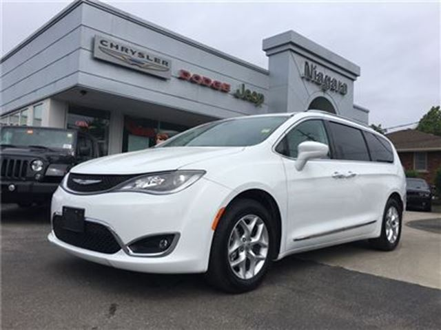2017 CHRYSLER PACIFICA TOURING L PLUS,LEATHER,HTD SEATS,ALLOYS,NAV in Niagara Falls, Ontario