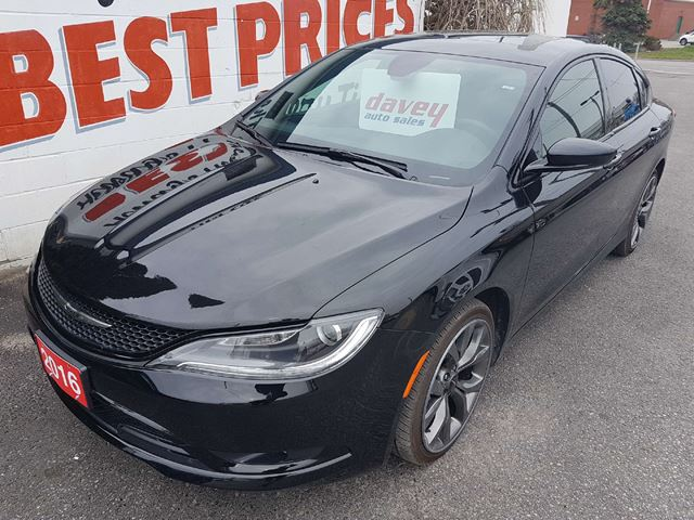 2016 CHRYSLER 200 S SUNROOF, HEATED AND AIR CONDITIONED SEATS in Oshawa, Ontario