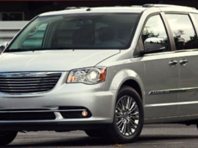 2011 CHRYSLER TOWN AND COUNTRY TOURING STOW & GO Navigation (GPS), Heated Seats, Back-up Cam, Bluetooth, A/C, - Edmonton in Sherwood Park, Alberta