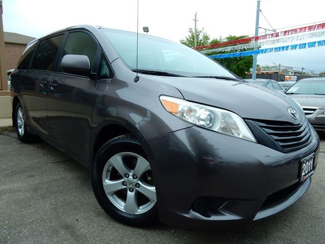 2011 Toyota Sienna LE  LOADED  ONE OWNER  ACCIDENT FREE in Kitchener, Ontario