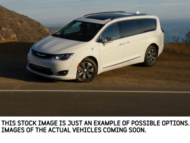 2017 Chrysler Pacifica New Car Limited uConnectTheatre/Sound,InteriorProtection,SafetyPkgs  in Thornhill, Ontario