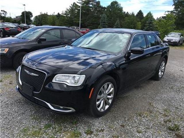 2016 CHRYSLER 300 Limited/MOONROOF/LEATHER/NAV in Fonthill, Ontario