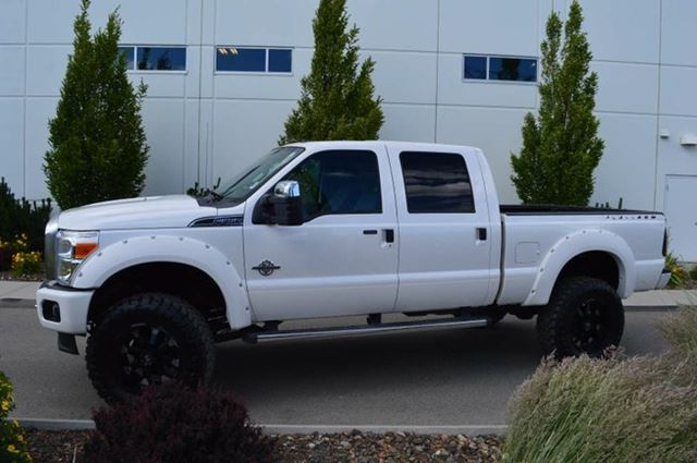 2015 Ford F-350 Platinum Edition Lariat 4x4 SD Crew Cab 6.75 ft. box 156 in. WB SRW in Kamloops, British Columbia