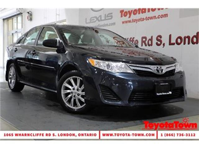 2014 Toyota Camry LE UPGRADE NAVIGATION POWER SEAT ALLOY WHEELS in London, Ontario