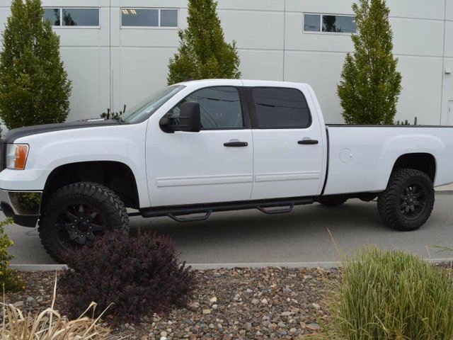 2011 GMC Sierra 2500  SLE 4x4 Crew Cab 8 ft. box 167.7 in. WB in Kamloops, British Columbia