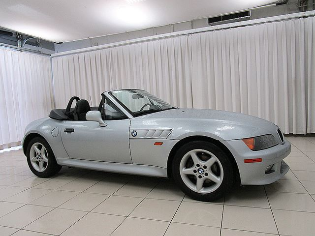 1998 BMW Z3 2.8 ROADSTER 5 SPEED w/ SEMI POWER TOP in Halifax, Nova Scotia