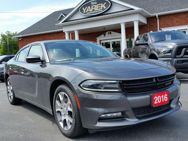2016 DODGE CHARGER SXT AWD in Paris, Ontario