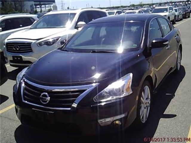 2013 Nissan Altima 3.5 SL,Leather,Sunroof,HtdSeats&Camera! in Toronto, Ontario