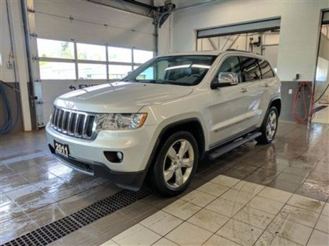 2011 Jeep Grand Cherokee Limited - Backup cam - New windshield in Thunder Bay, Ontario