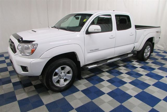 2014 Toyota Tacoma V6 4X4/BACKUP CAM/TOUCH SCREEN/HTD SEATS in Winnipeg, Manitoba