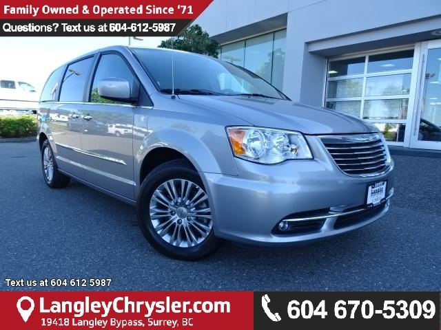 2016 CHRYSLER TOWN AND COUNTRY Touring-L in Surrey, British Columbia