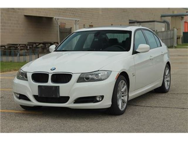 2011 BMW 3 Series 328 i xDrive   AWD   Sunroof   Sport Pkg   Exec Pkg in Kitchener, Ontario