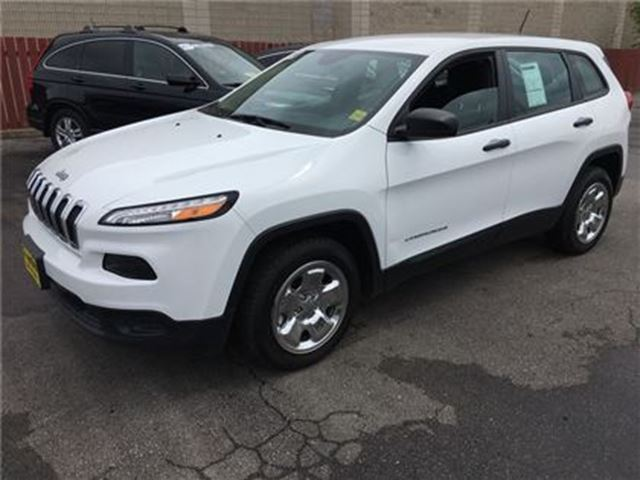 2015 JEEP CHEROKEE Sport, Automatic, Bluetooth, Only 51,000km in Burlington, Ontario
