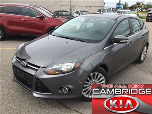 2012 FORD FOCUS TITANIUM LEATHER ROOF NAV in Cambridge, Ontario